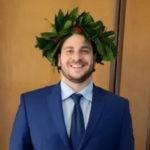 coach miglio posa con corona alloro